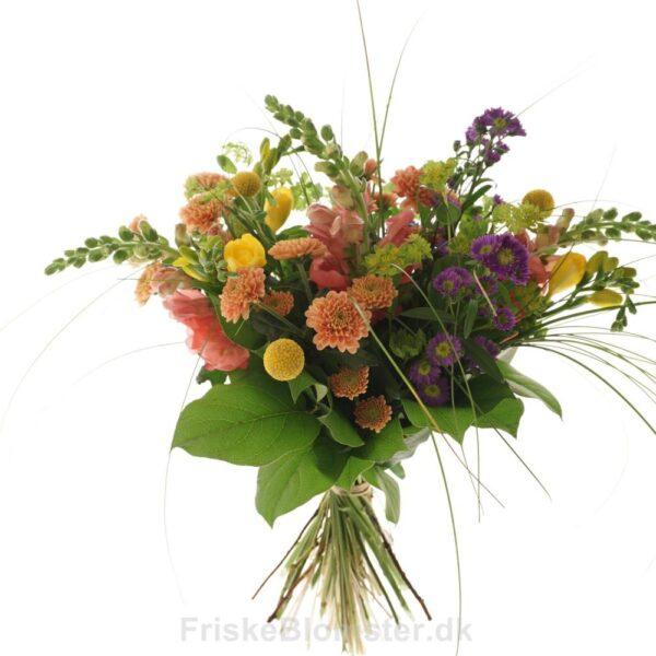 fresia, krysantemum og løvemund sommerbuket