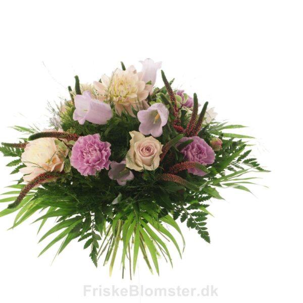 klokkeblomst, georginer og roser sommerbuket