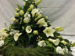 hvid elegant begravelseskrans