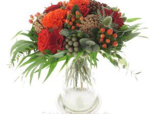 grankøgkler og røde roser